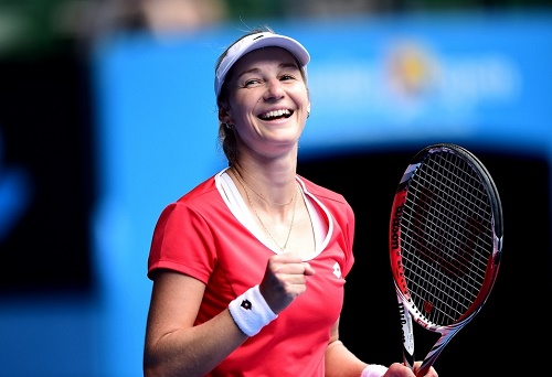 Ekaterina Makarova beats Simona Halep to enter in Australian Open 2015 Semi-Final.