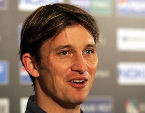 Mumbai Indians appoints Shane Bond as bowling coach for IPL 2015.