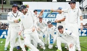 New Zealand beat Sri Lanka in Wellington test by 193 runs to win 2014-15 SL vs NZ series.