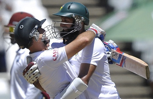 South Africa won by 8 wickets at Cape Town against West Indies to clinch Sri vivian Richards Trophy 2014-15.