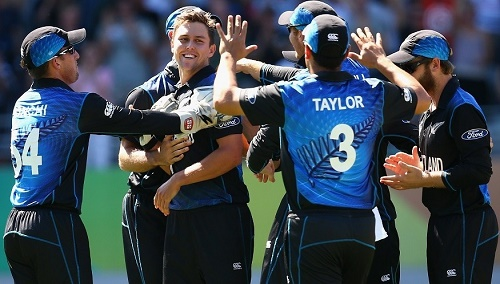 Australia batsmen surrender against Kiwi bowling at Auckland cwc15.