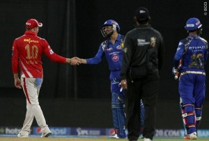 KXIP players appreciated and shake hands with Harbhajan after Bhaji's 64 in 24 balls.