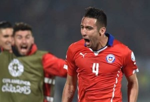 Chile beat Uruguay to reach 2015 Copa America Semi-Final.