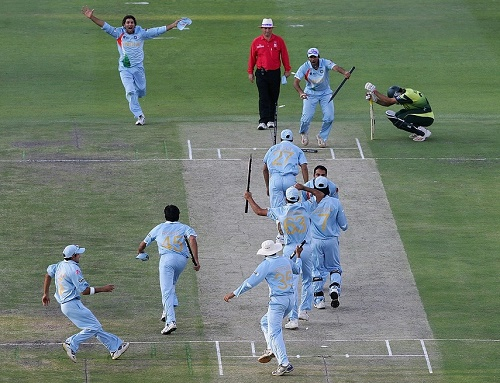 India beat Pakistan by 5 runs in ICC world t20 2007 final.