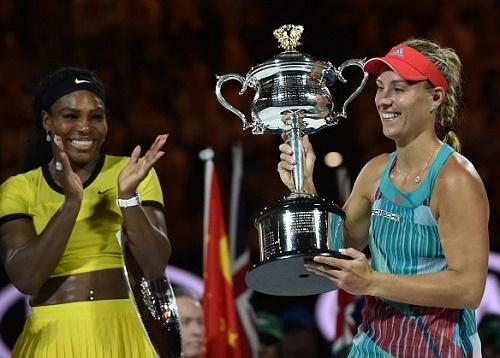 Serena claps for Angelique Kerber Australian Open 2016 win.