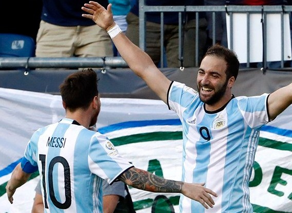 Argentina beat Venezuela to enter Copa America 2016 semi-final.