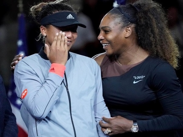 Serena Williams comforts crying Naomi Osaka after US Open final